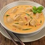 Pikantní polévka s kokosovým mlékem a kuřecím masem