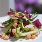 Barevný salát s cizrnou a mátou