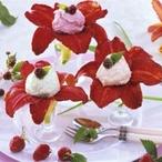 Květy denivky plněné jahodovou pěnou