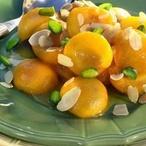 Pečené meruňky s mandlemi a pistáciemi