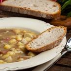 Bramborovo-pórková polévka s pikantní klobáskou
