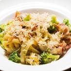 Těstoviny s brokolicí a nivou