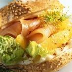 Šťavnatý sendvič s koprem a lososem