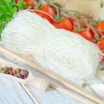 Rýžové nudle se sušenými rajčaty, parmazánem a bazalkou