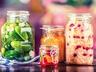 Salát z kysaného zelí s brusinkami nebo klikvou