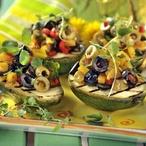Avokádo plněné olivovým salátem