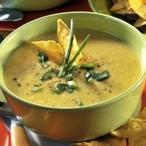 Kukuřičná polévka s chipsy