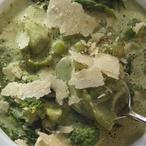 Špenátová polévka s parmazánem