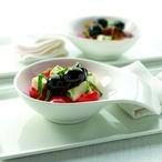 Salát s cherry rajčátky, olivami a sýrem