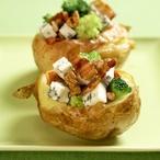 Pečené brambory s brokolicí a sýrem