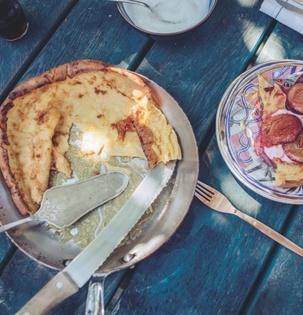 Dutch Baby Pancake se svařenými švestkami