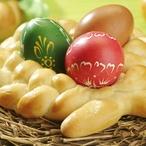 Velikonoční věnec s barevnými vejci