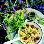 Masové koule s petrželovým pestem a těstovinami