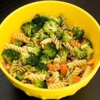 Těstovinový salát s bazalkou