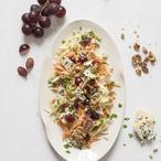 Zelný salát se sýrem a ořechy