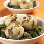 Bramborové knedlíky s houbami