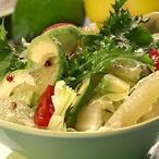 Salát s grepem a avokádem