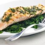 Grilovaný losos se špenátovým salátkem