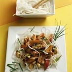 Kuřecí nudličky s broskvemi a mandlemi
