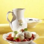 Jemné knedlíčky s marinovanými jahodami