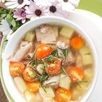 Rebarborová zeleninová polévka s luštěninami
