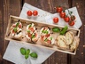 Bageta s mozzarellou, rajčátky a balsamikovou redukcí
