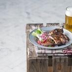 Žebra marinovaná v pivu a citrusech s fenyklovým salátem