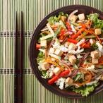 Tofu se salátem z rýže a cizrny