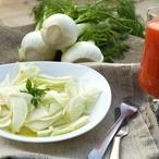 Fenyklový salát s hruškami a ostružinami