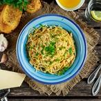 Špagety s ořechy, kozím sýrem a se špenátem