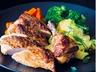 Pomalu pečené kuře s citronem, tymiánem a šťouchanými brambory