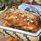 Kachna s nádivkou z meruněk a mandlí