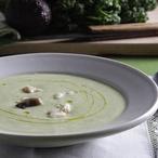 Polévka zplatýze sbylinkami a avokádem