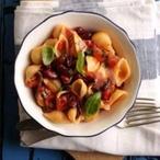 Mušličky s rajčaty, fazolemi a chilli
