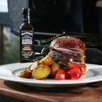Hovězí burger s Jack Daniel´s Smooth Original Barbecue omáčkou
