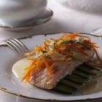 Pošírovaný losos s omáčkou mousseline
