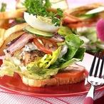 Sendvič s kuřecím masem a vejci