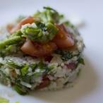 Rýžový salát s avokádem a výhonky vojtěšky