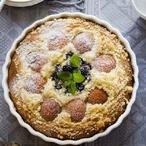Jogurtový koláč s meruňkami a ostružinami