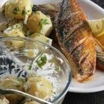 Kořeněná makrela s bramborovým salátem
