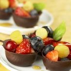 Čokoládové košíčky s ovocem v karamelu