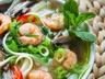 Polévka s krevetami a širokými nudlemi