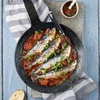 Čerstvé, v soli marinované ančovičky s escalivadou, svěží rajčatovou salsou a opečeným toastem