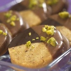 Ořechové sušenky v čokoládě s pistáciemi