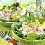 Špenátový salát s kuřecím masem