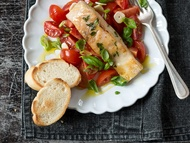 Okoun nilský s tymiánem a rajčatovým salátem