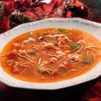 Červená rybí polévka s česnekem a vínem