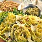Těstoviny s bylinkami a piniovými oříšky