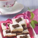 Kokosové kostky s čokoládovými srdíčky