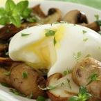 Vejce nahniličko s dušenými houbami